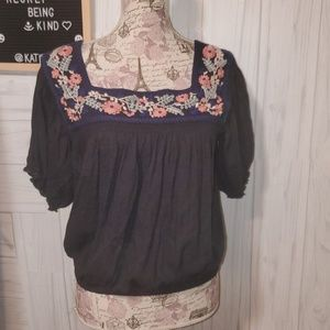 American Eagle Smocked Embrodiered top nwot Small